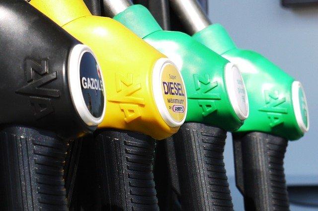 Inwestowanie w ropę dla początkujących - stacja paliw